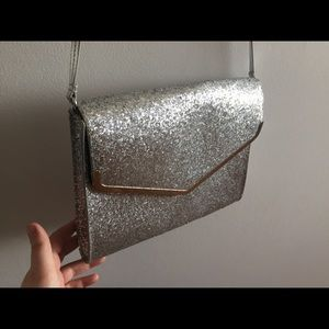 Handbags - 3/25$    Silver glittery party purse